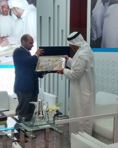 Dr Hattan A  Timraz receives gift from ADPorts TCM Ibrahim Bin Hraiz